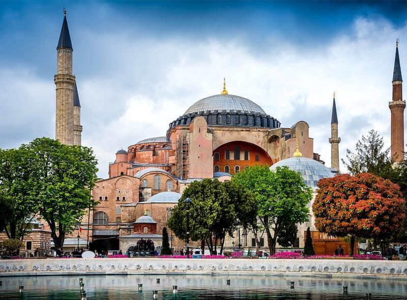 Dolazak u Istanbul predviđen je u 13.15 sati po lokalnom vremenu.